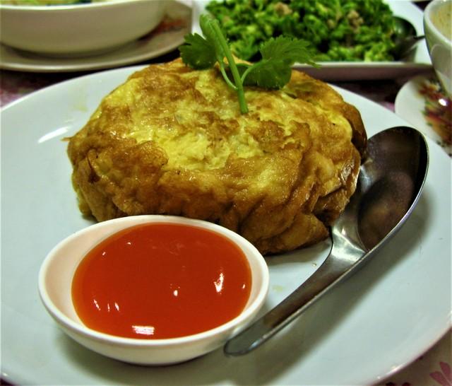 Crab omelette at Krua Apsorn: Thai food